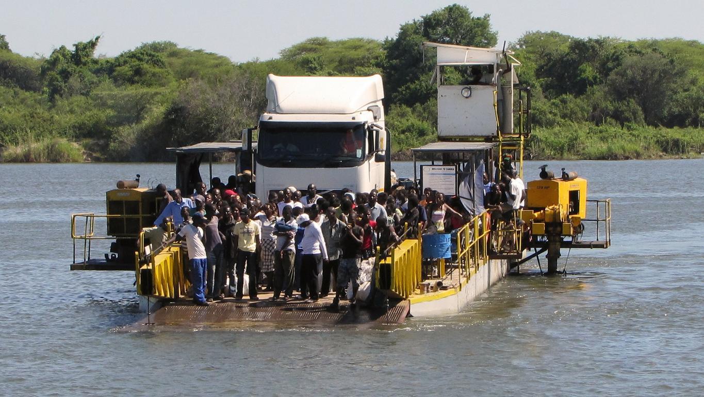 Reisetipps für Botswana - Leute auf einer Fähre